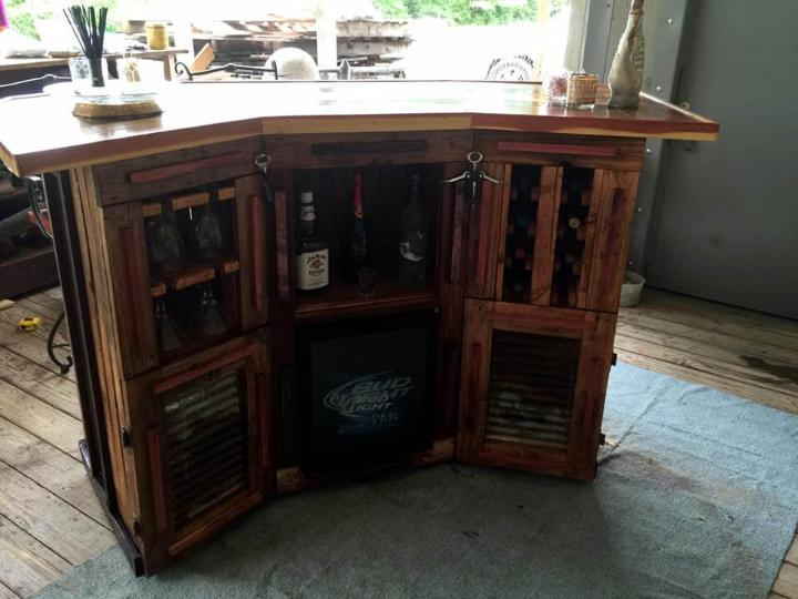 no-cost pallet bar with custom inside storage options