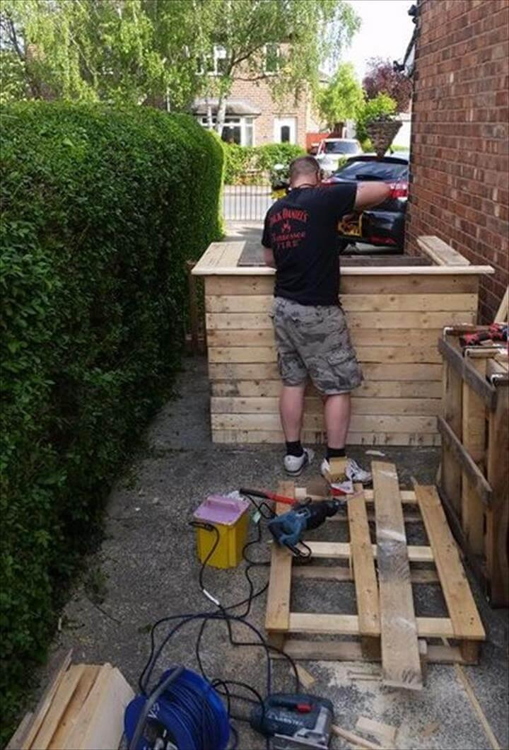 assembly of wooden pallet bar