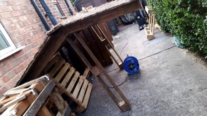 roof for pallet outdoor bar