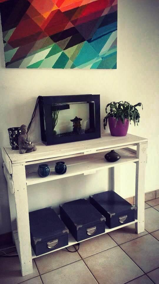 recycled pallet console