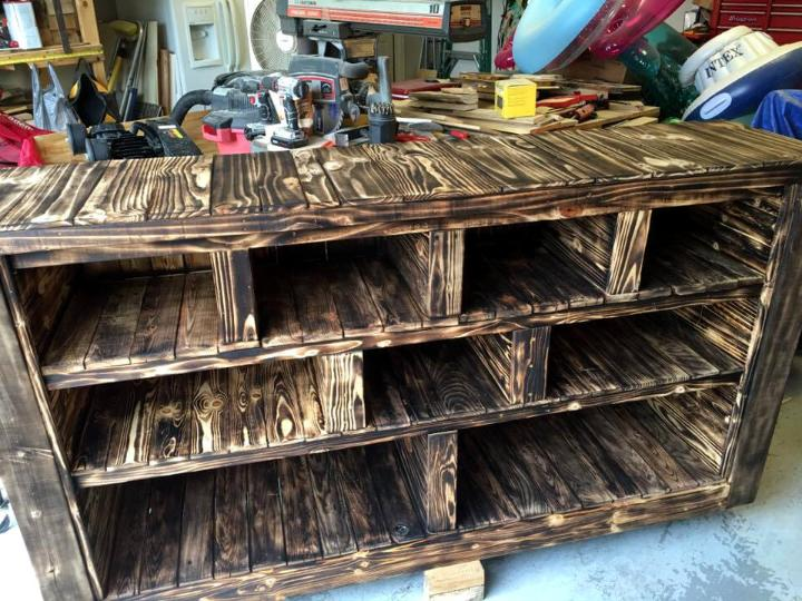 custom wooden pallet storage rack