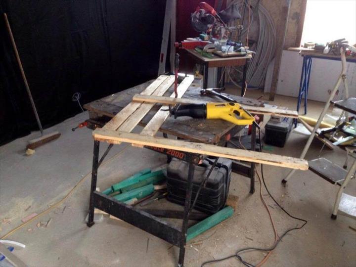 dismantling of pallet boards