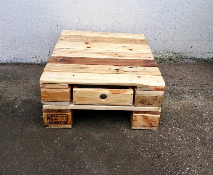 recycled pallet mini coffee table with one drawer