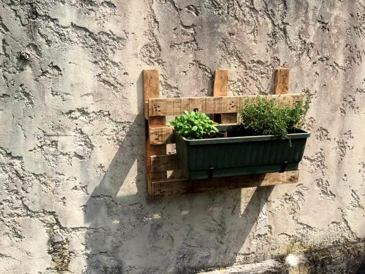 wooden pallet and metal wall hanging planter holder