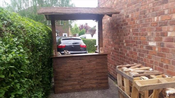 upcycled pallet outdoor bar