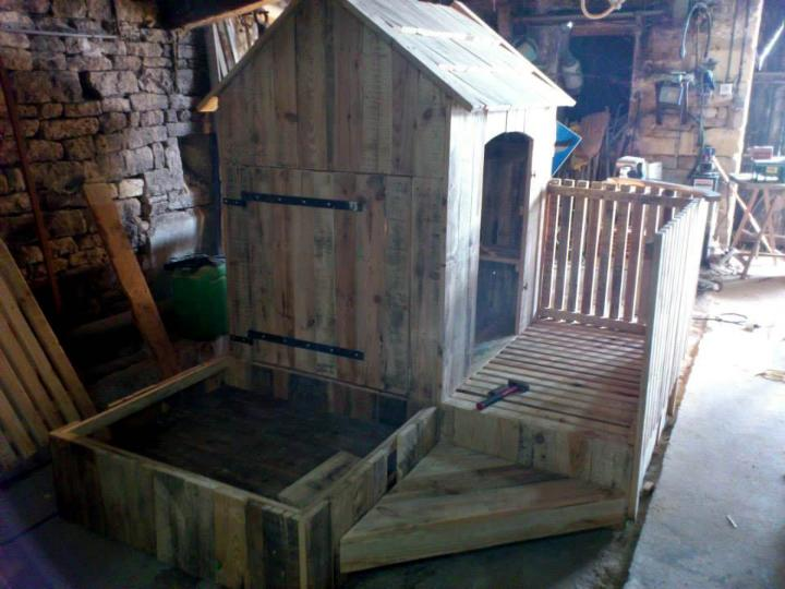 reclaimed pallet kids playhouse