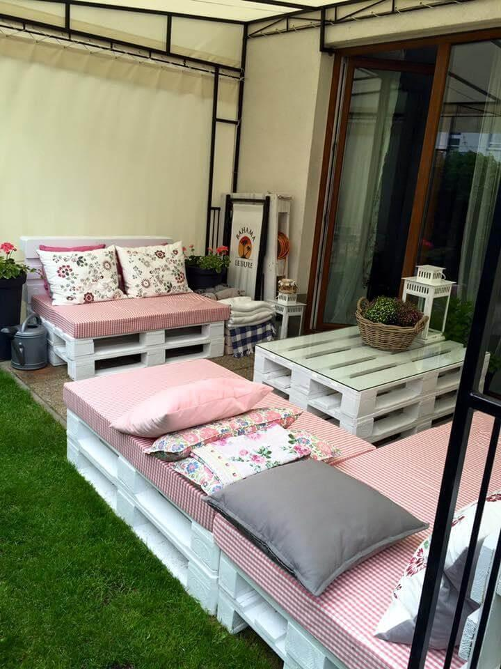 diy pallet made porch seating set