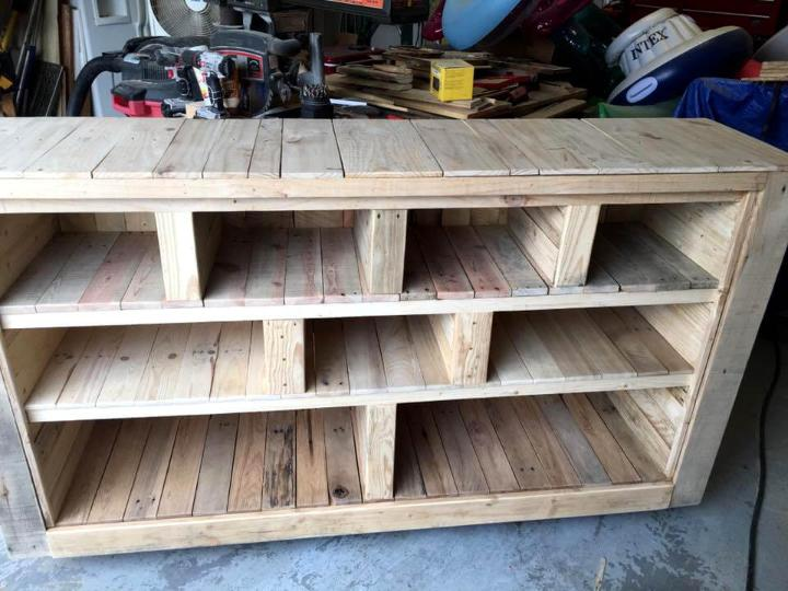rustic pallet storage console or bookshelf