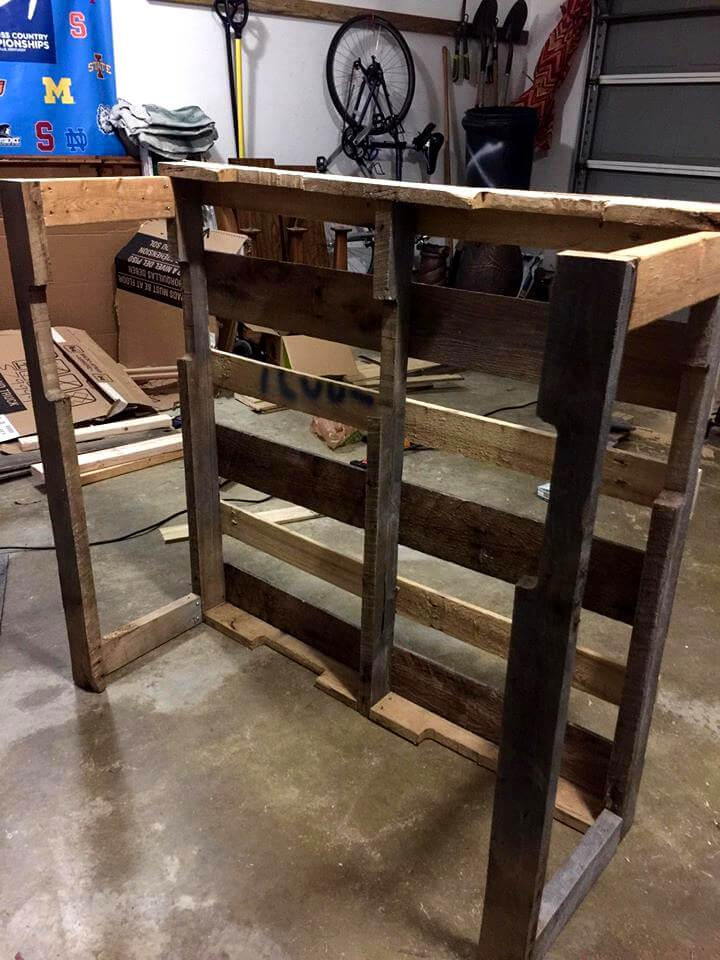 installation of sides of wooden pallet bar