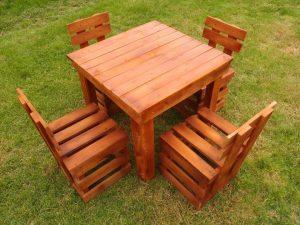 low-cost wooden pallet garden sitting set