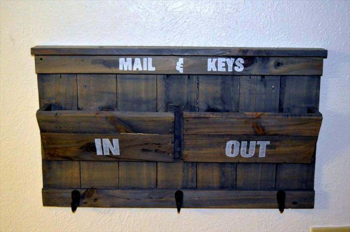 Recycled pallet mail and key holder