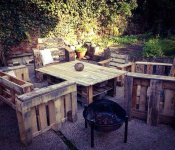 no-cost pallet outdoor sitting set