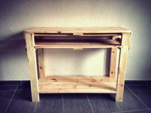 Pallet Entryway Table {Foyer Table}
