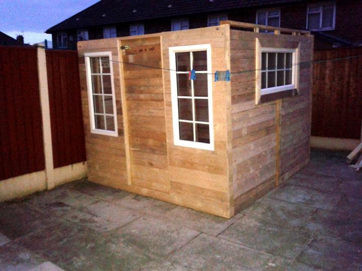 pallet outdoor cabin with metal roof