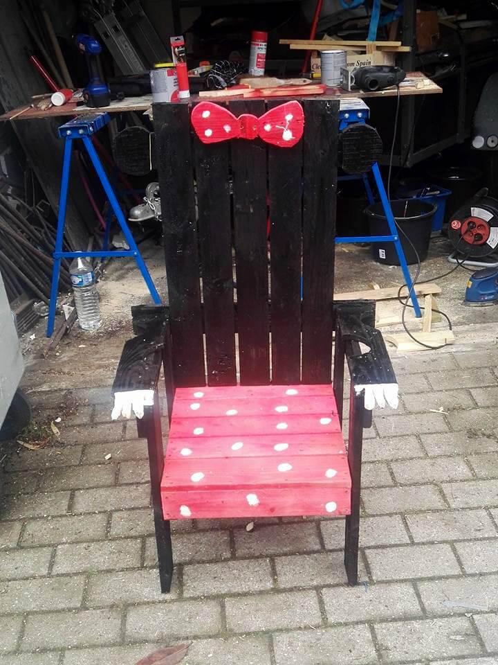 low-cost yet sturdy wooden Mickey and Minnie chair
