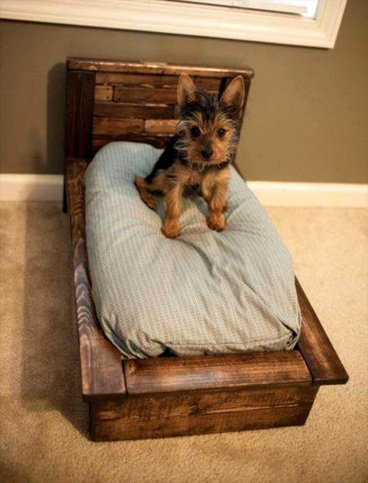 Cute upcycled pallet dog bed