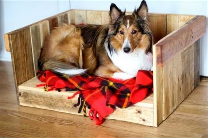 DIY recycled pallet wood dog bed