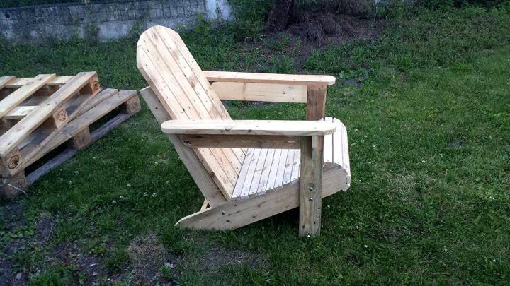pallet Adirondack garden chair