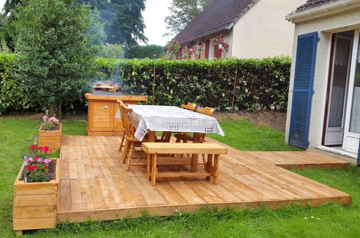wooden pallet bbq table and deck