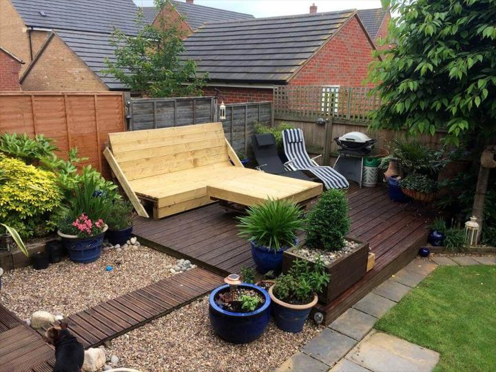 wooden deck done with pallets