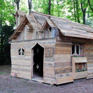 custom pallet cabin made for an exibition