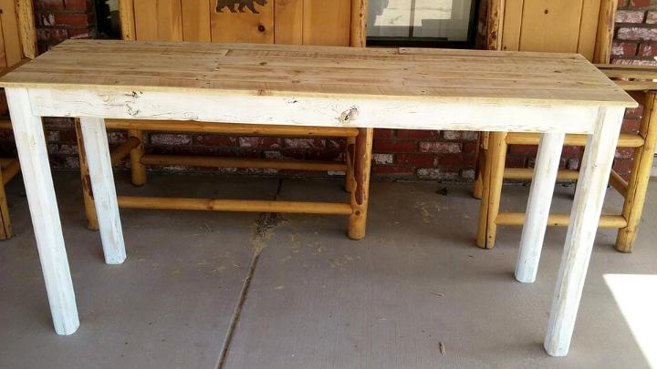 wooden entryway table made of pallets