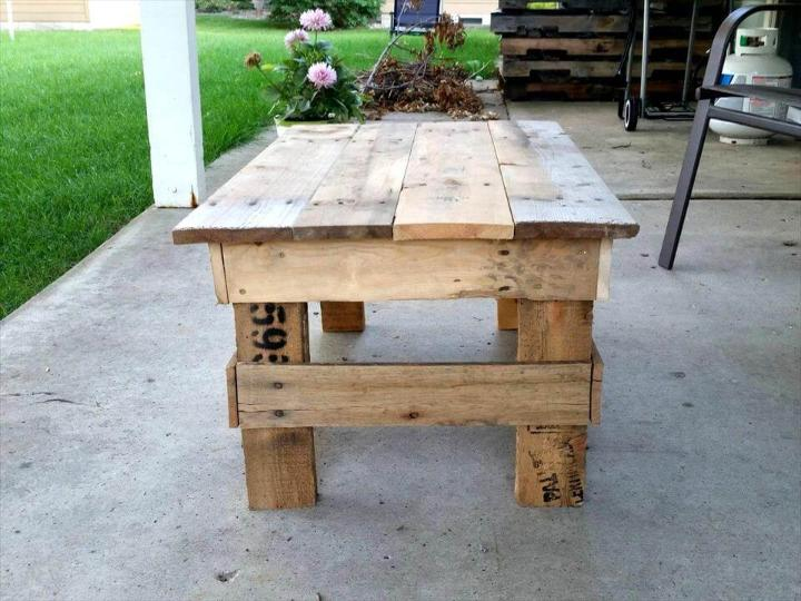 no-cost pallet mini coffee table