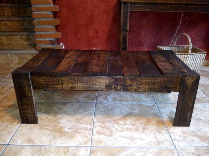 low-cost wooden pallet vintage coffee table