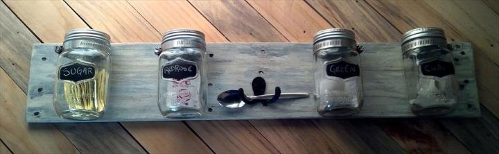 wooden pallet and Mason jar wall storage idea