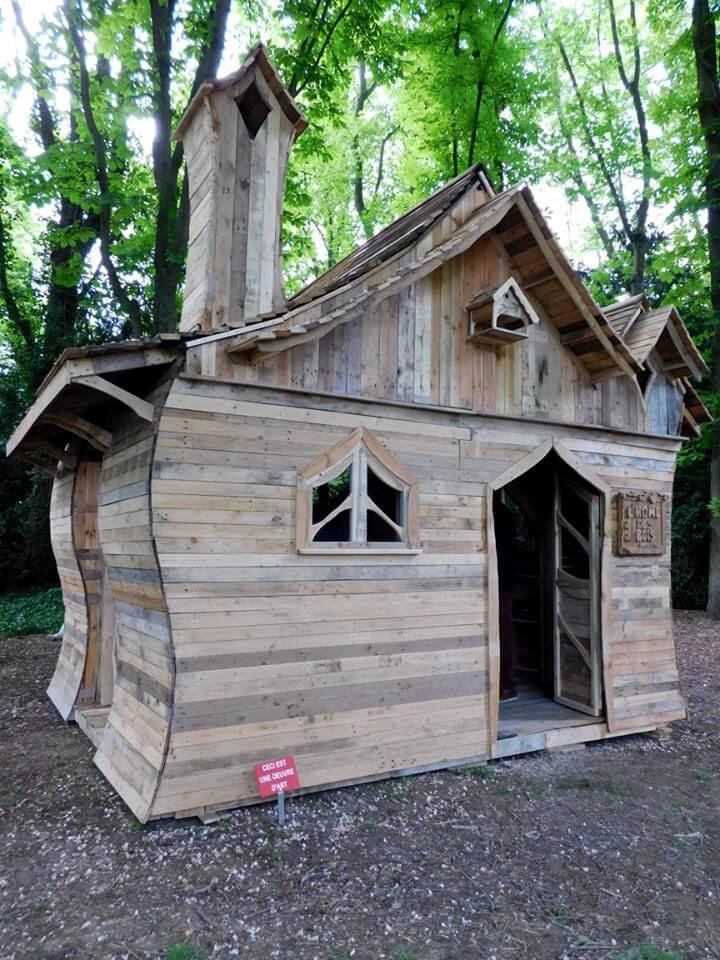 repurposed wooden pallet cabin