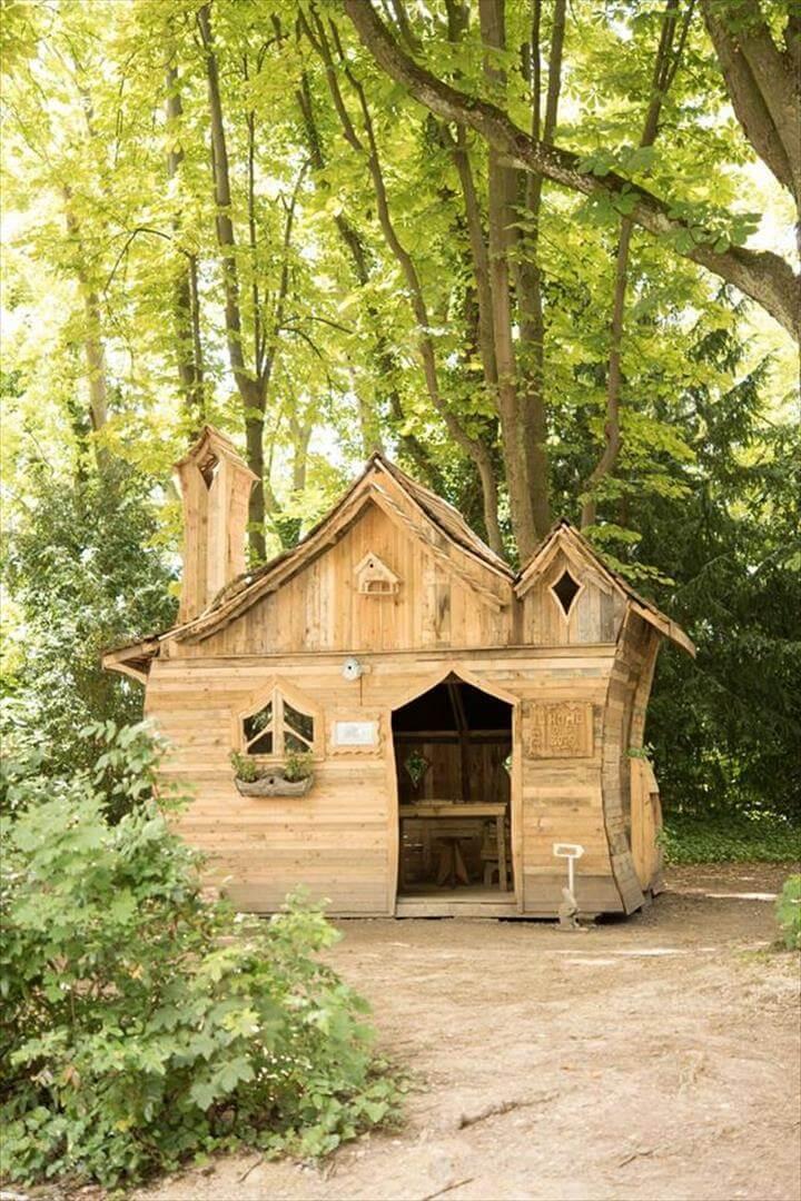 wooden pallet garden cabin made for an exhibition