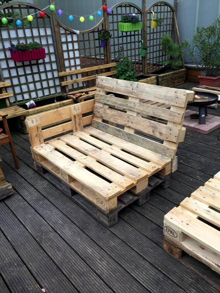 recycled pallet seat