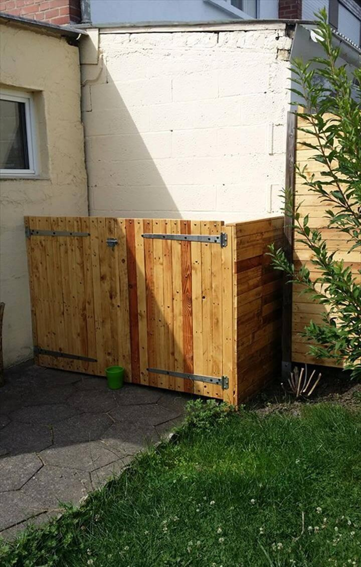 Wooden Pallet Made Trash Bin Storage Fence