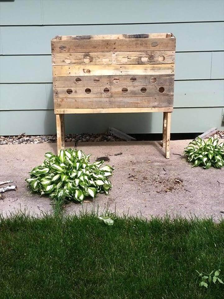 vertical planter made of pallets