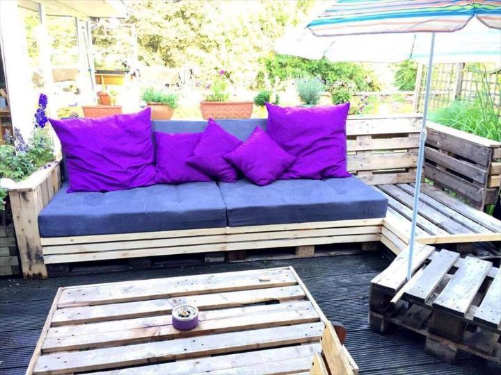 no-cost pallet cushioned lounge