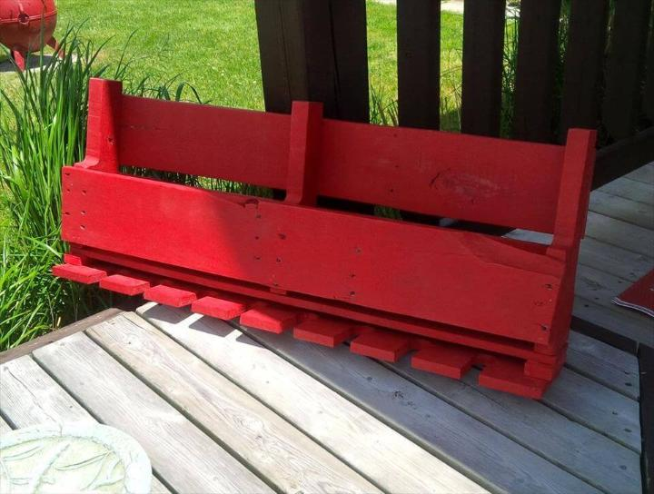 red chalk painted pallet shelf