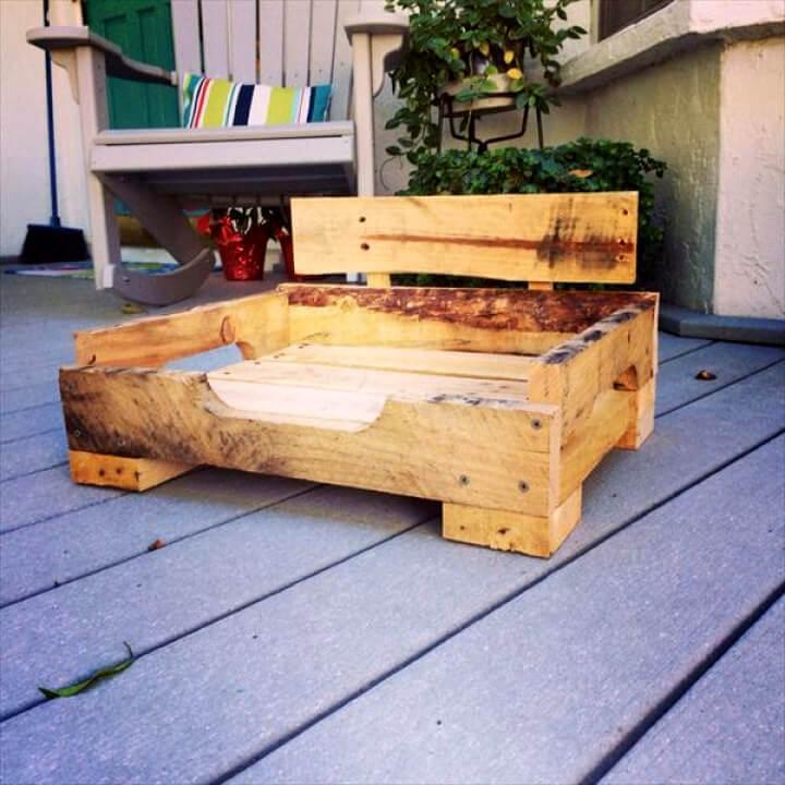 diy wooden pallet dog bed
