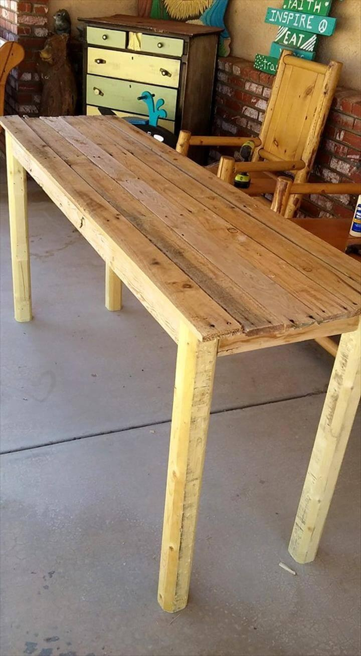 sturdy yet low-cost pallet entryway table