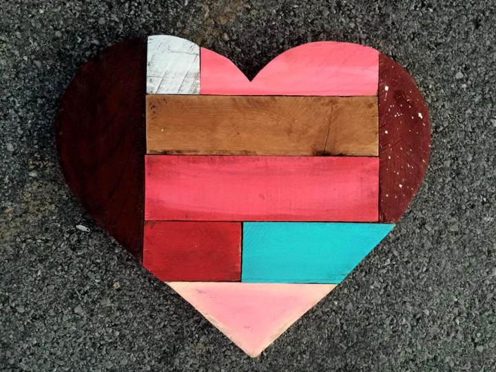 recycled pallet colorful pallet heat art