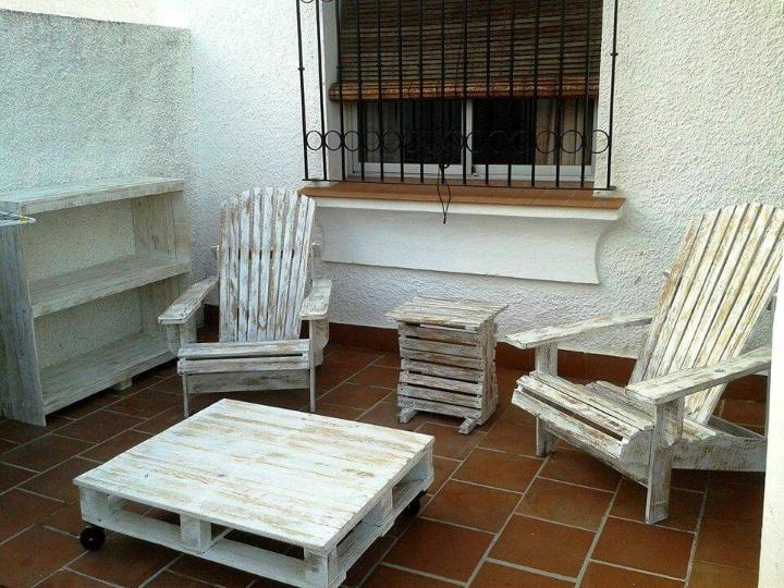 distressed pallet Adirondack chair set