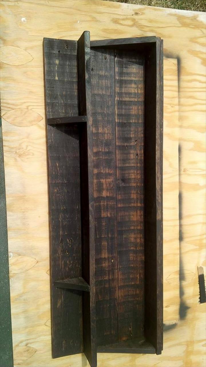 no-cost wooden pallet shelf