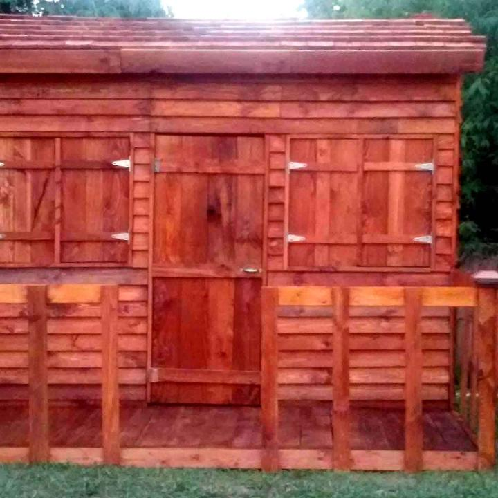 reclaimed pallet clubhouse or playhouse