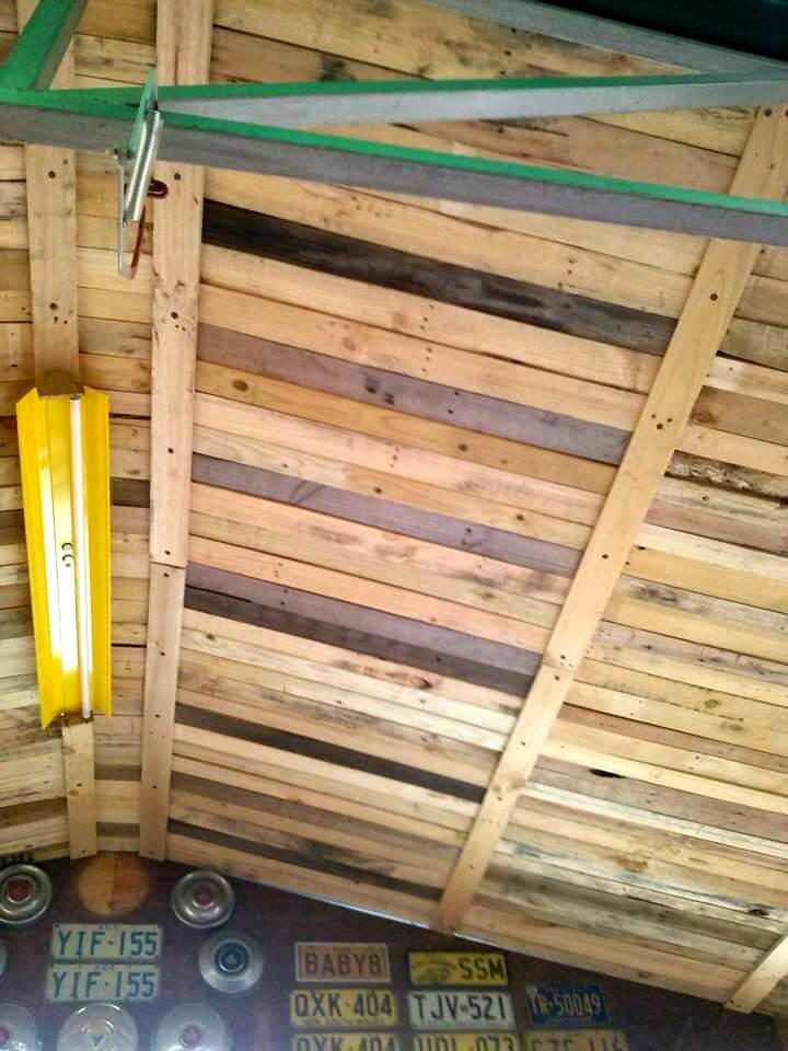 Building a roof with pallets