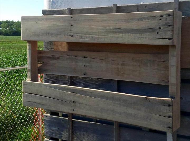 no-cost wooden pallet shelf