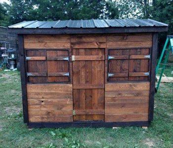 diy pallet clubhouse or playhouse