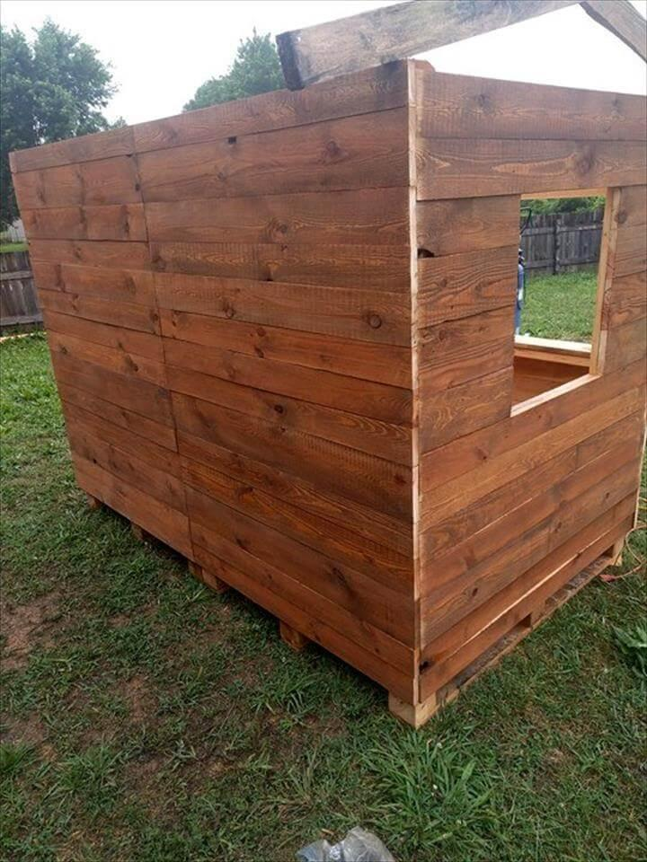 building a clubhouse or playhouse for kids with pallets