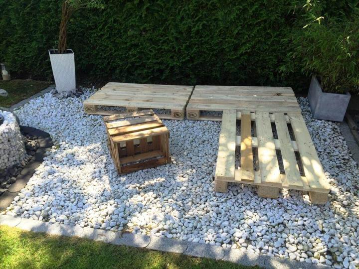 building an L-sofa with pallets