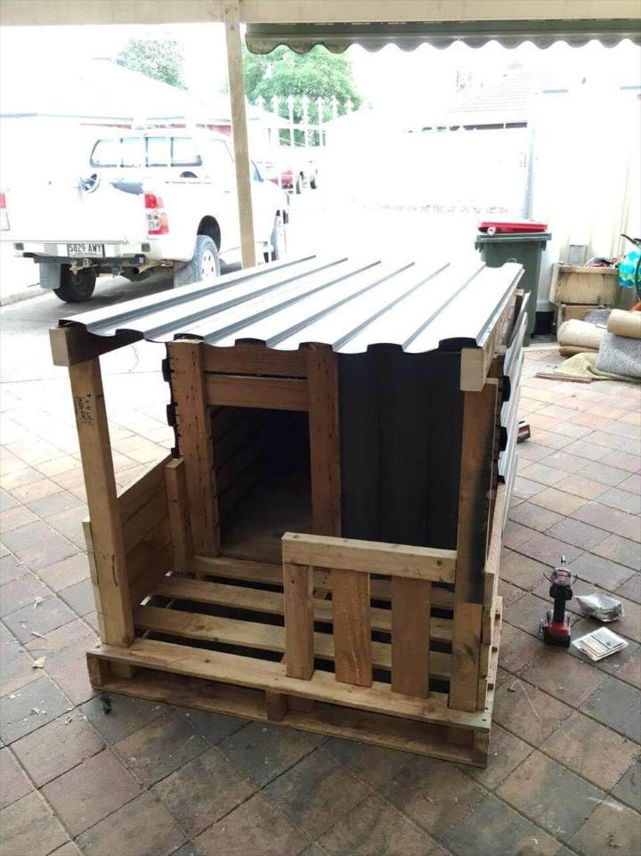 dog kennel made of pallets