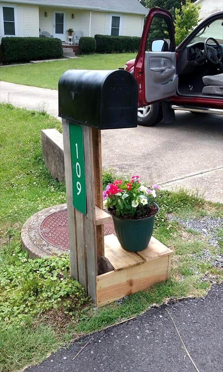mailbox holder made of pallet scrap pieces