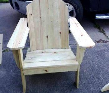 sturdy wooden pallet chair